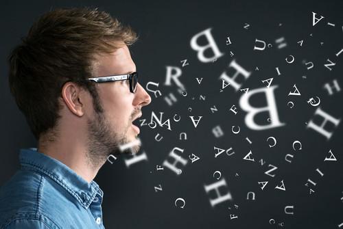 Por que algumas pessoas falam com mais sotaque?